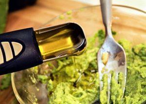 www.fatakat-a.com ماسك للوجه و الشعر بعد الولادةmasque-avocat-huile-olive-2
