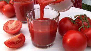 نصف كوب من عصير الطماطم لاعداد مكرونة الباشميل