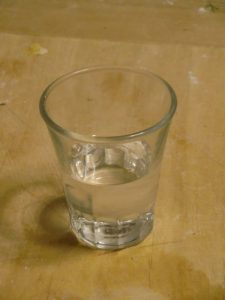 نصف كوب ماء للاعداد موس الشوكولاته بالصور