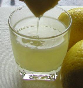 نصف كوب عصير من الليمون
