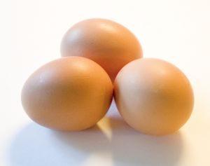 عدد 3 بيضات