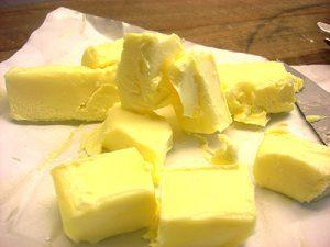 زبدة صفراء لعمل تورتة الفراولة واعداد العجين