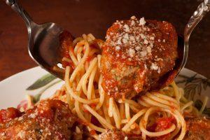 www.fatakat-a.com 27996_spaghetti_meatballs_620