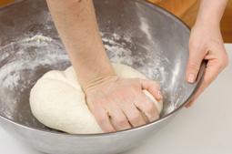 بالصور طريقة عمل البيتزا هت الايطالية