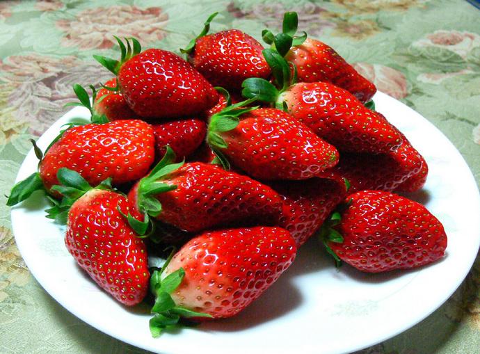 فراولة لعمل ماسك الفراولة