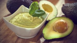 www.fatakat-a.comavocado-hair-mask-for-dry-hair1-1