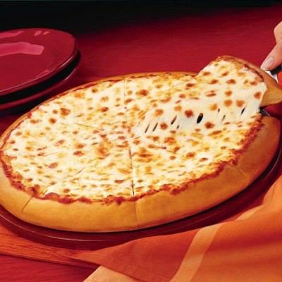 طريقة عمل البيتزا بالجبنة الرومى