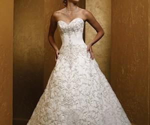 فساتين زفاف رومانسية تتميز بالهدوء والفخامة للعروس 2018
